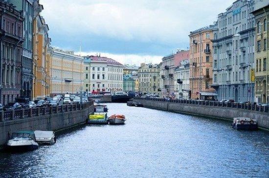 В Петербурге за неделю с городских улиц вывезли более 2,7 тысячи тонн мусора