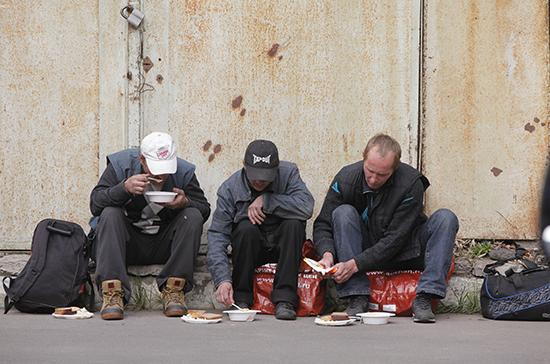 Социальную помощь бездомным хотят сделать доступнее