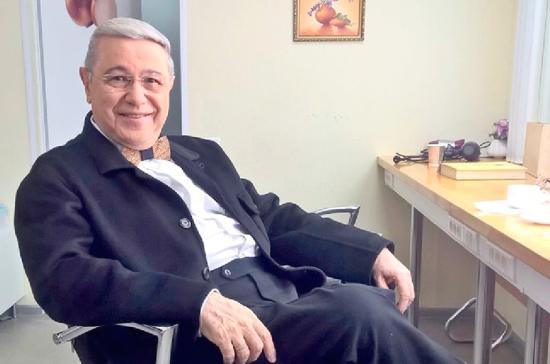 Евгений Петросян сообщил, что проходит медобследование и чувствует себя хорошо