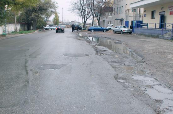 Автомобилистам предлагают упростить возмещение ущерба из-за плохих дорог