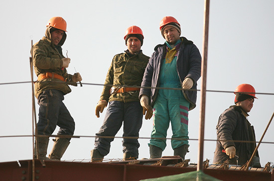 Депутат назвала риски отмены патентов для мигрантов-строителей