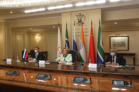 Матвиенко предложила создать единую площадку для дискуссий между странами БРИКС и ЕАЭС