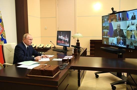Путин призвал регионы при необходимости развернуть дополнительные койки для больных COVID-19