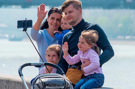 На материнский капитал в 2021 году планируют направить 443,3 млрд рублей