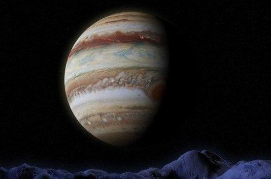 В атмосфере Юпитера зафиксировали необычные световые явления