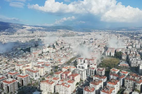 Более 300 человек пострадали при землетрясении в Турции