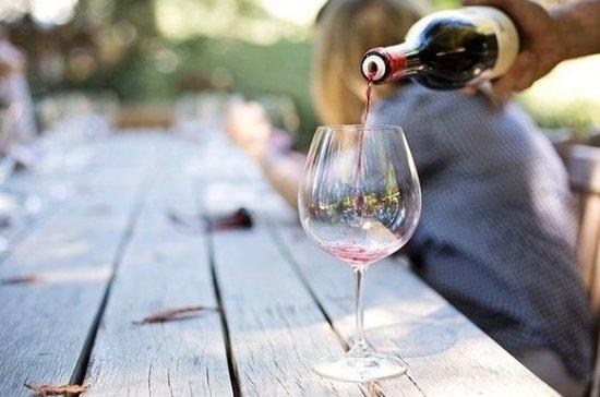 Диетолог рассказала, сколько бокалов вина можно выпивать в неделю