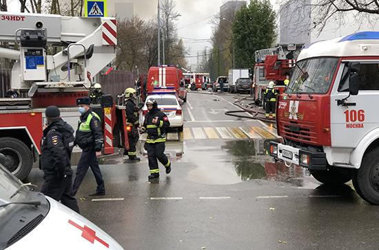 На юге Москвы потушили пожар на складе с газовыми баллонами