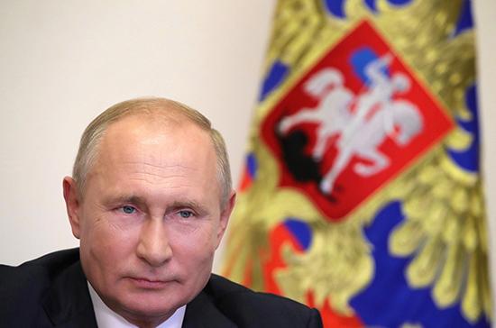 Путин: в России работают над новыми сериями уникальных ледоколов