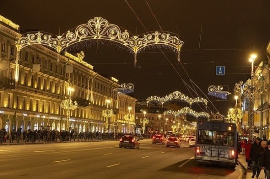 Власти Санкт-Петербурга сократят траты на новогодние гирлянды