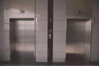 В Роспотребнадзоре предупредили об опасности лифтов из-за коронавируса