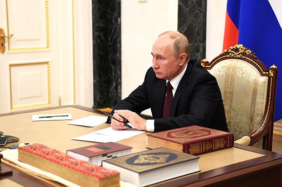Путин: традиционные ценности в мире становятся предметом нечистоплотных политических игр