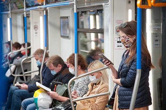 В мэрии рассказали, сколько москвичей надевают в метро маски и перчатки