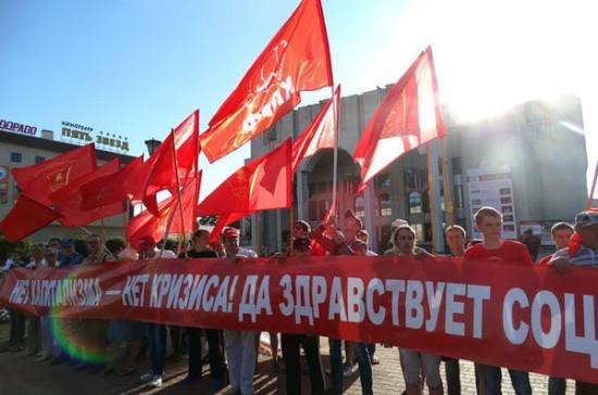 Где годовщина Октябрьской революции осталась государственным праздником