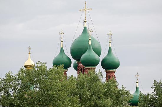 КС разъяснил правила размещения вывесок на зданиях религиозных организаций