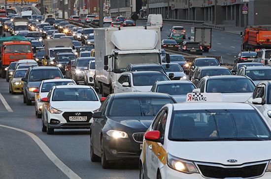 В МЧС назвали три фактора опасности использования летних шин зимой