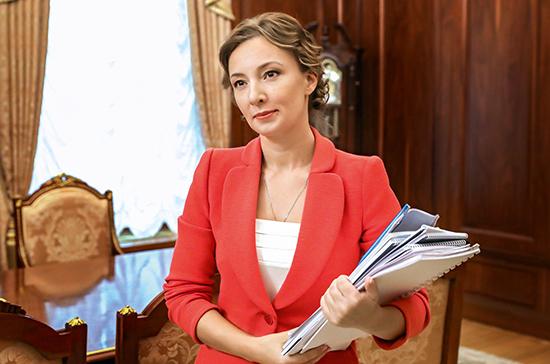 Кузнецова просит разработать стандарт ухода за детьми без родителей в больницах