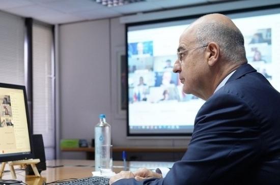 Глава МИД Греции ушёл на карантин после контакта с заражённым коронавирусом