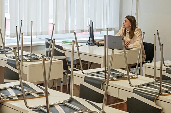 В Госдуму внесли законопроект об эксперименте по переносу начала учебного года
