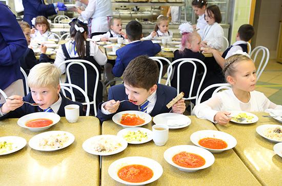 В России 415 школ не соответствуют требованиям по организации горячего питания