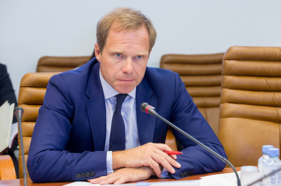 Кутепов подготовил проект о соцгарантиях для молодёжи на Крайнем Севере
