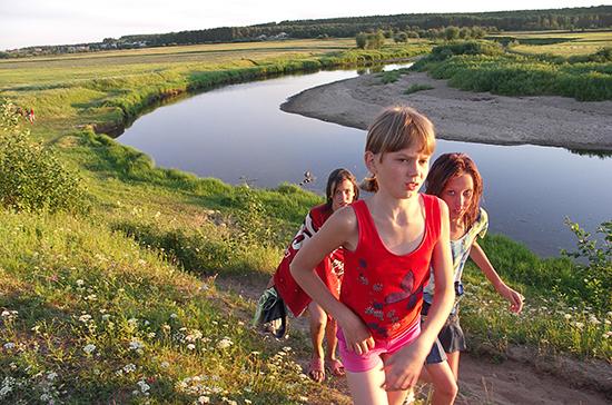 В Госдуму внесли проект об обособленных пляжах для детских лагерей