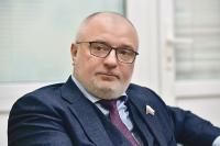 Клишас: парламентарии обсудят с обществом поправки об изъятии детей из семьи