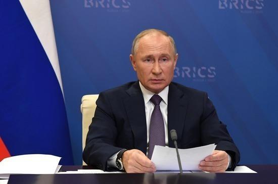 Путин призвал ускорить создание центра исследования вакцин БРИКС