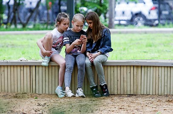 Минцифры расширят полномочия по защите детей от негативной информации