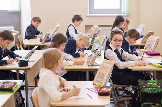 Минпросвещения: в российских школах нет массовых вспышек COVID-19