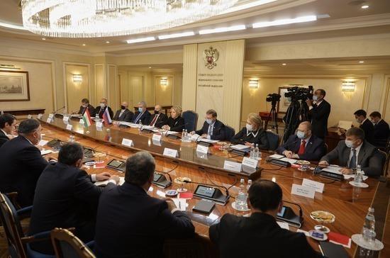 Отношения России и Таджикистана развиваются по многим направлениям, заявила Матвиенко