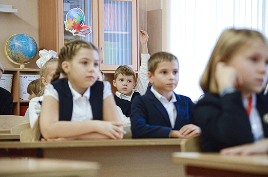 Минпросвещения: школьники начальных классов учатся в обычном формате