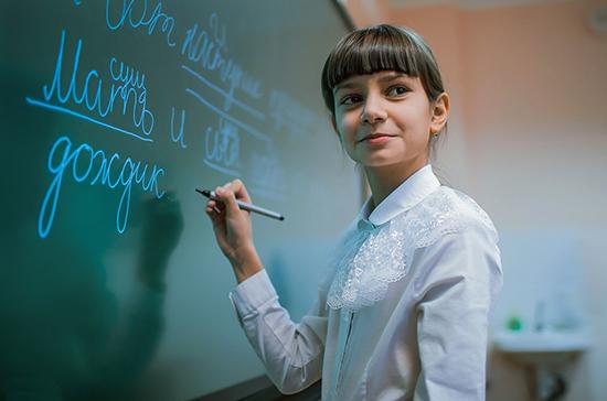 Минпросвещения: порядка 70% российских школьников учатся очно