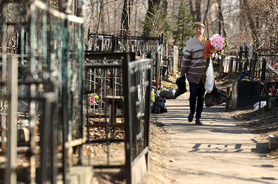 Семейные участки на российских кладбищах предложили продавать с молотка