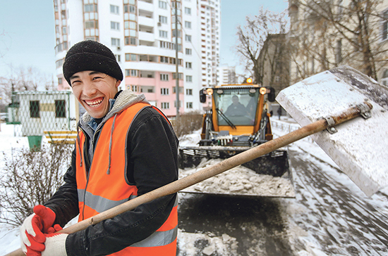 Мигрантам позволят оставаться в России ещё полгода