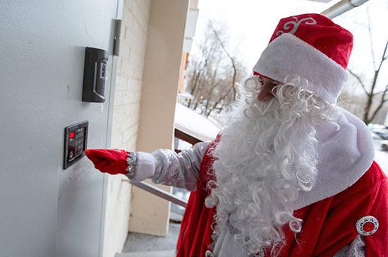 Петербуржцам рассказали, как COVID-19 повлиял на стоимость вызова Деда Мороза и Снегурочки