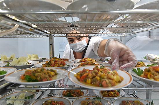 В Минпросвещения призвали создать стандарты организации школьного питания