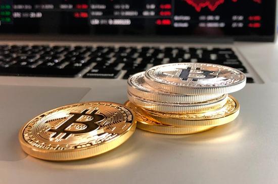 Курс биткоина обновил рекорд 2017 года