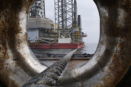 Средняя цена на нефть Urals упала в 1,4 раза в годовом выражении