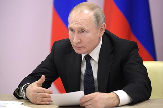 Путин поручил начать вакцинацию от коронавируса на следующей неделе
