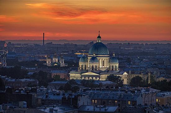 Власти Петербурга попросили туристов не приезжать на новогодние каникулы
