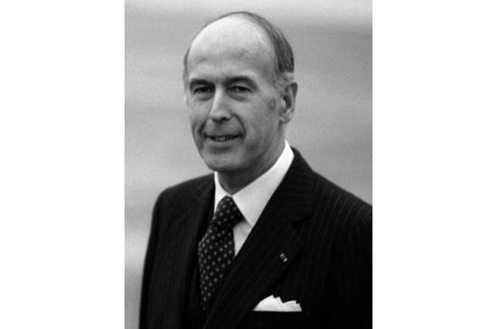 Экс-президент Франции Жискар д'Эстен умер от осложнений после COVID-19