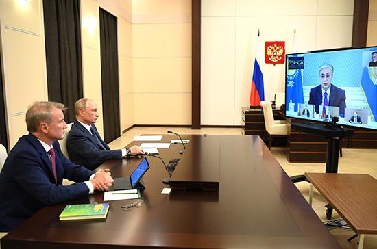В Интернете должны применяться морально-этические нормы, заявил Путин