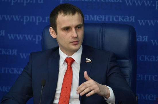 Сенатор Леонов предложил давать отгул после вакцинации от COVID-19