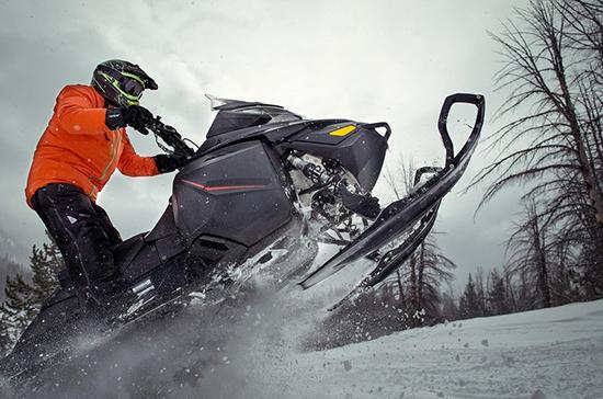 Управлять снегоходом и квадроциклом предлагают разрешить всем обладателям водительских прав