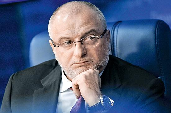 Андрей Клишас: Конституцию неправильно воспринимать как «закрытую книгу»