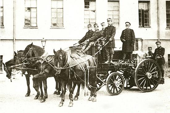 Первая в России пожарная команда была основана в Санкт-Петербурге 218 лет назад