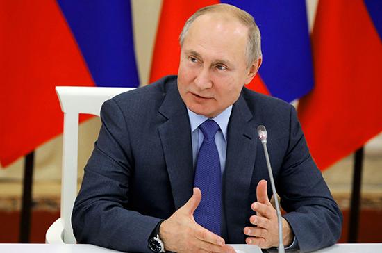 Путин поддержал идею лицензирования производителей дезинфицирующих средств