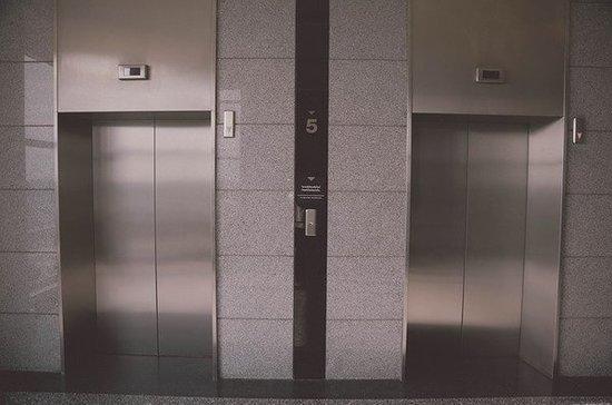 Врач объяснил, почему в лифте можно легко заразиться коронавирусом