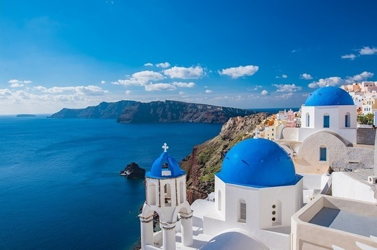 Греция сократила карантин для туристов на праздники